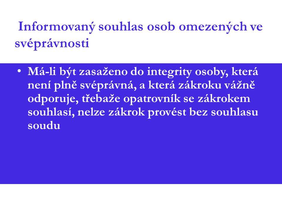 Informovaný souhlas osob omezených ve svéprávnosti Má-li být zasaženo do integrity osoby, která není plně svéprávná, a která zákroku vážně odporuje, třebaže opatrovník se zákrokem souhlasí, nelze zákrok provést bez souhlasu soudu