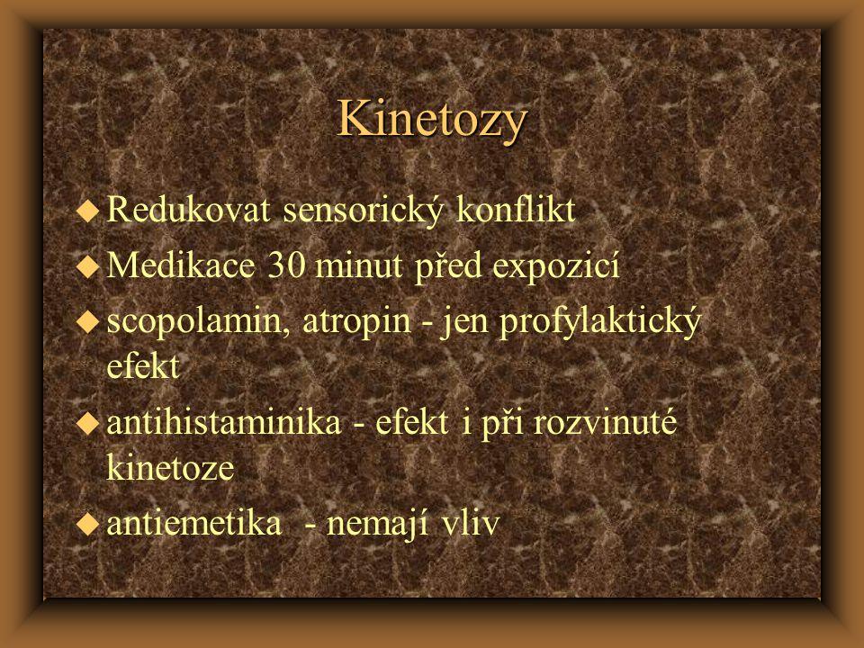 Kinetozy u Redukovat sensorický konflikt u Medikace 30 minut před expozicí u scopolamin, atropin - jen profylaktický efekt u antihistaminika - efekt i při rozvinuté kinetoze u antiemetika - nemají vliv