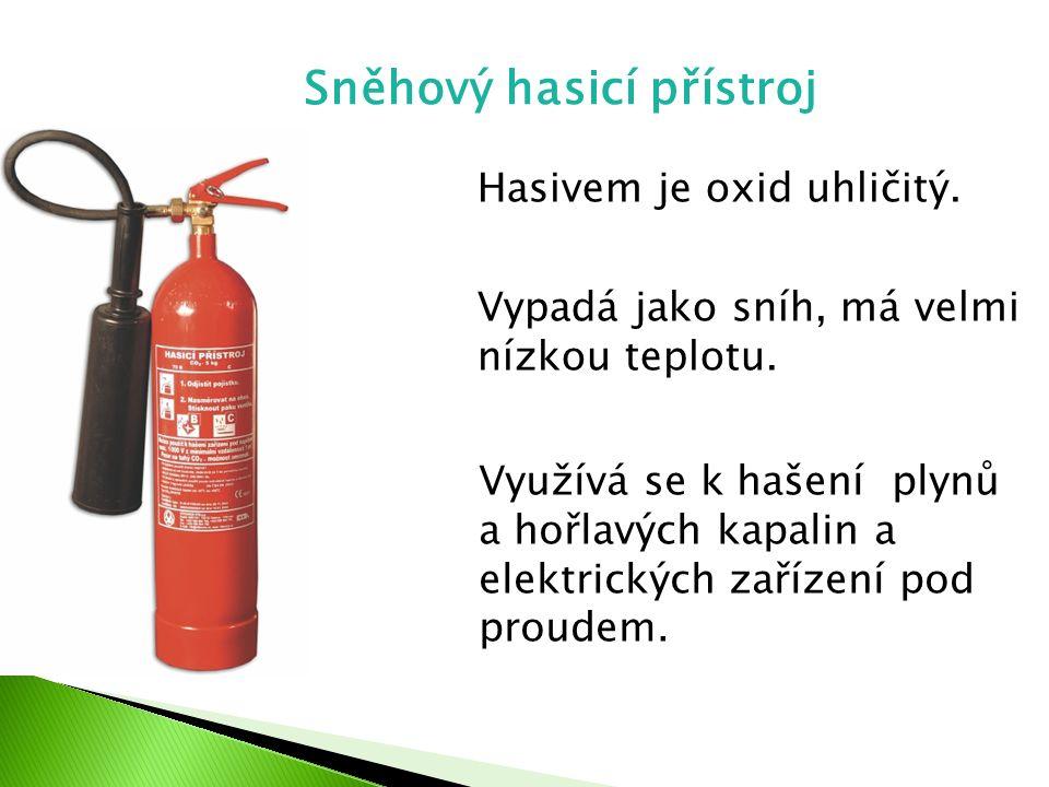 Sněhový hasicí přístroj Hasivem je oxid uhličitý. Vypadá jako sníh, má velmi nízkou teplotu. Využívá se k hašení plynů a hořlavých kapalin a elektrick