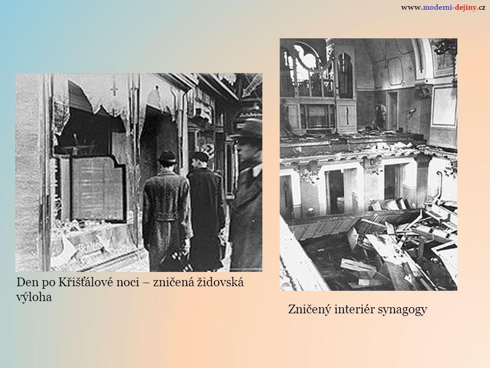 Den po Křišťálové noci – zničená židovská výloha Zničený interiér synagogy www.moderni-dejiny.cz