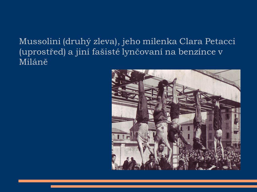 Mussolini (druhý zleva), jeho milenka Clara Petacci (uprostřed) a jiní fašisté lynčovaní na benzínce v Miláně