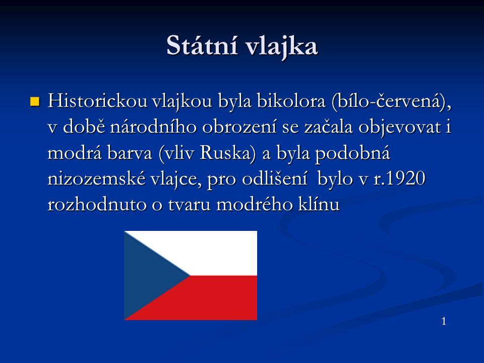 Státní vlajka Historickou vlajkou byla bikolora (bílo-červená), v době národního obrození se začala objevovat i modrá barva (vliv Ruska) a byla podobná nizozemské vlajce, pro odlišení bylo v r.1920 rozhodnuto o tvaru modrého klínu Historickou vlajkou byla bikolora (bílo-červená), v době národního obrození se začala objevovat i modrá barva (vliv Ruska) a byla podobná nizozemské vlajce, pro odlišení bylo v r.1920 rozhodnuto o tvaru modrého klínu 1