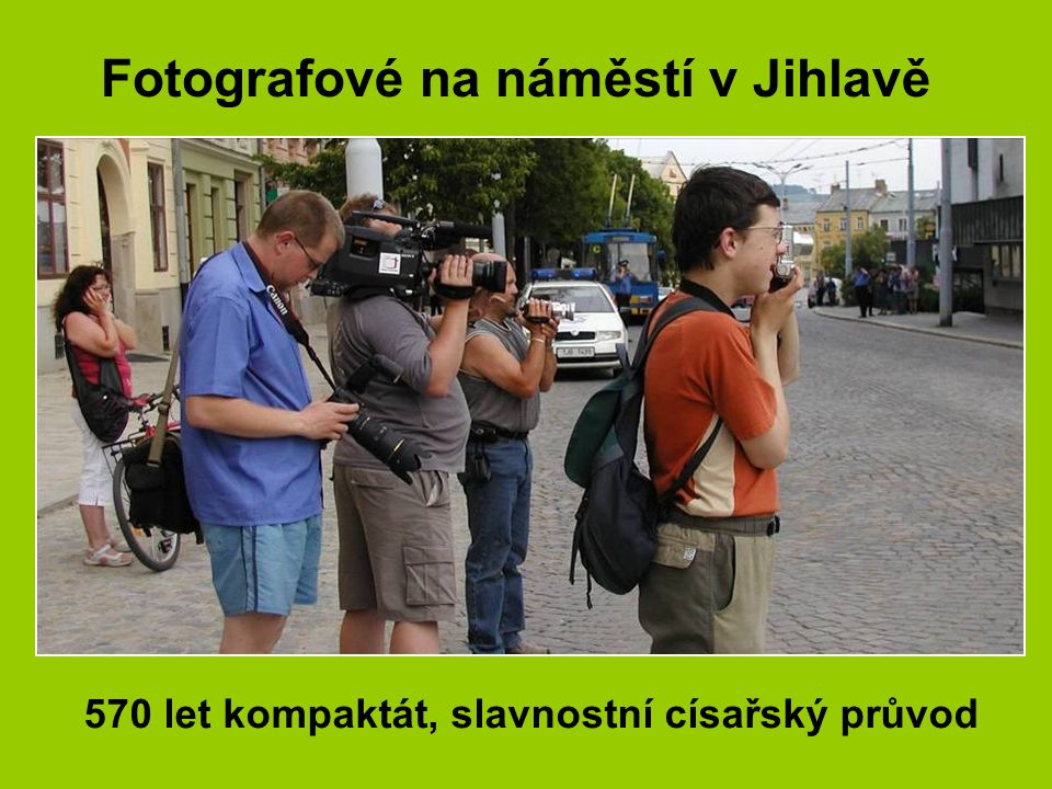 Velkoplošné televizní plátno na náměstí