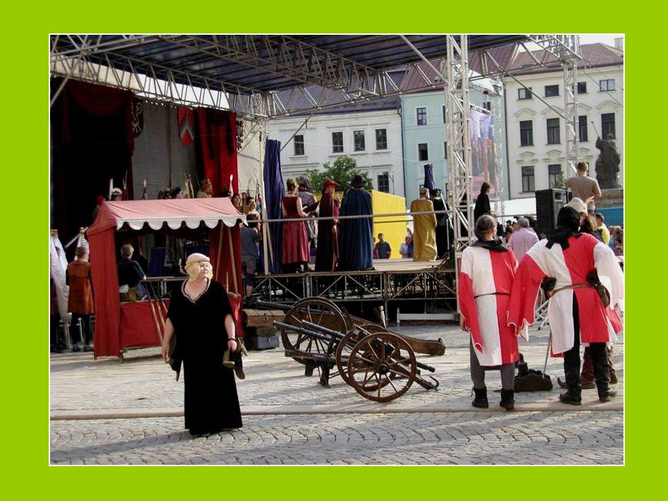 Fotografové na náměstí v Jihlavě 570 let kompaktát, slavnostní císařský průvod