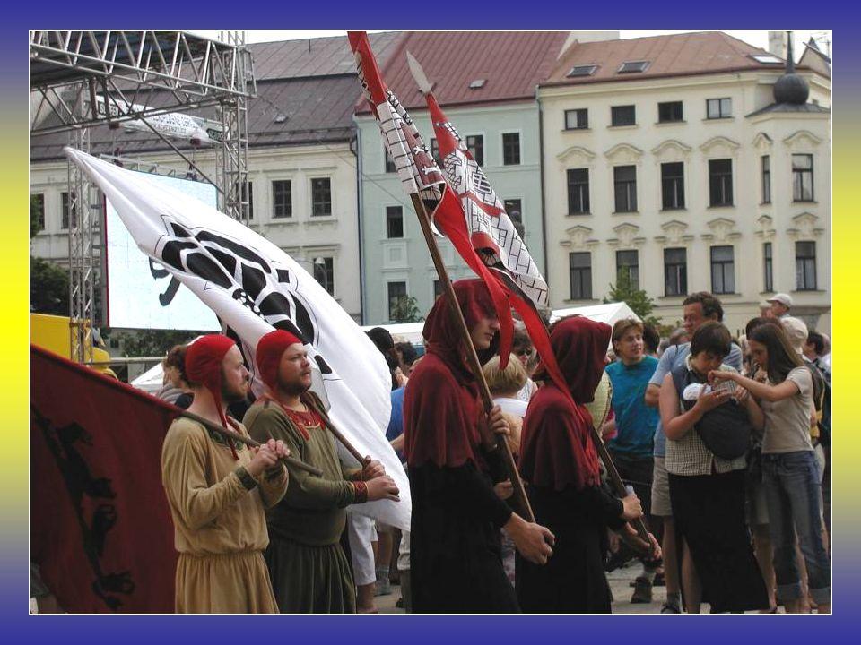 Jihlavské publikum na kompaktátech 16. června 2006 na Jihlavském náměstí