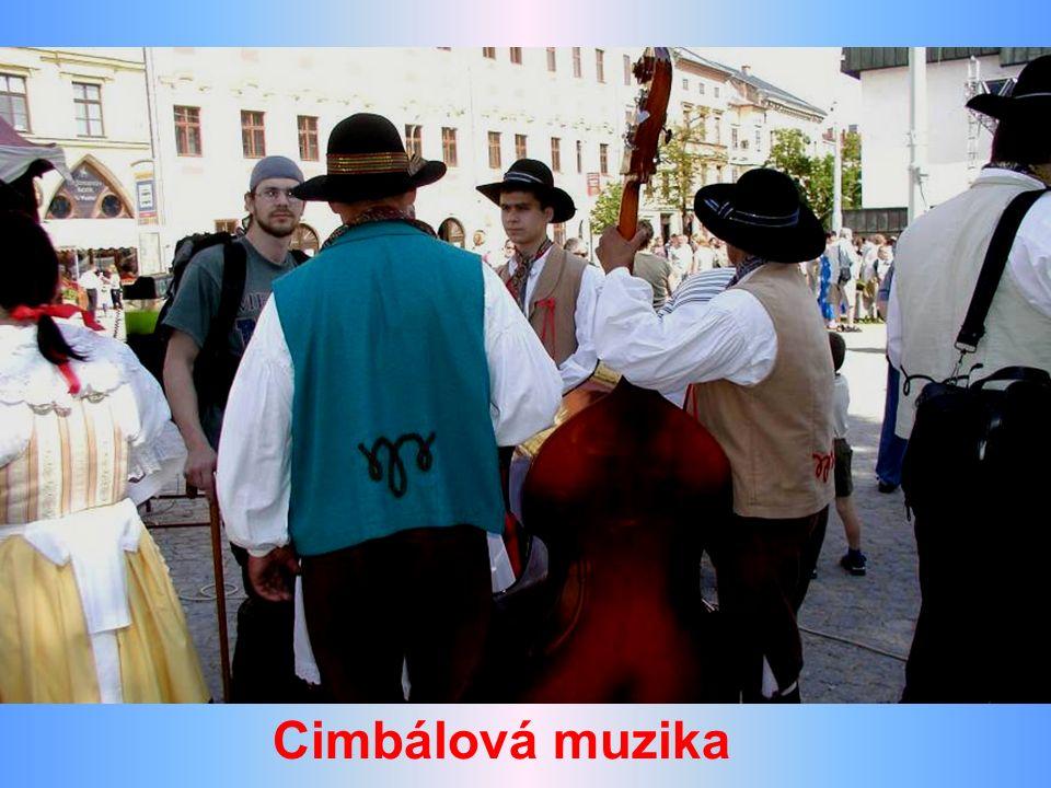 Hudební program na náměstí