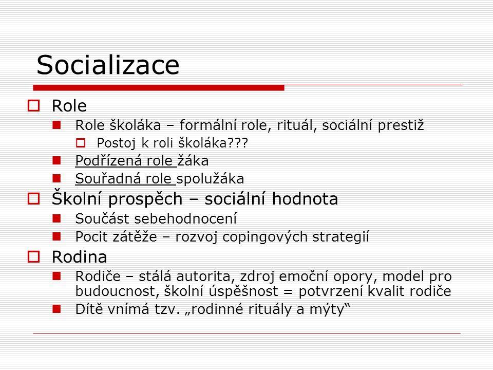 Socializace  Role Role školáka – formální role, rituál, sociální prestiž  Postoj k roli školáka??? Podřízená role žáka Souřadná role spolužáka  Ško