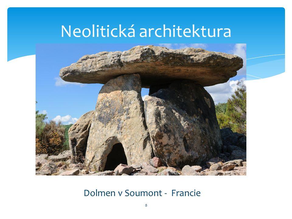 8 Neolitická architektura Dolmen v Soumont - Francie