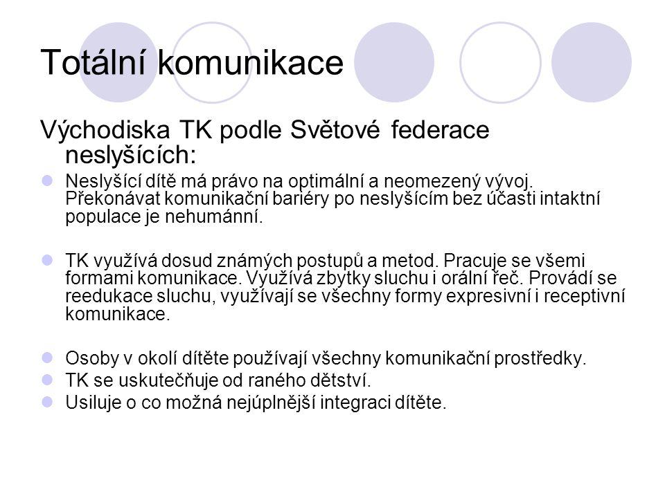 Totální komunikace Východiska TK podle Světové federace neslyšících: Neslyšící dítě má právo na optimální a neomezený vývoj. Překonávat komunikační ba