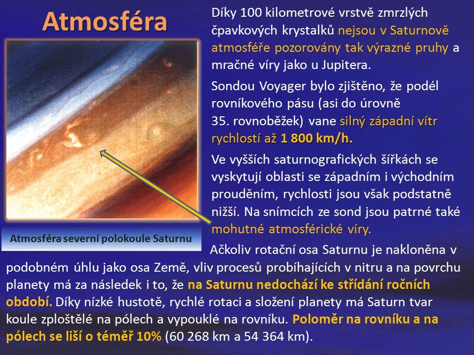 Díky 100 kilometrové vrstvě zmrzlých čpavkových krystalků nejsou v Saturnově atmosféře pozorovány tak výrazné pruhy a mračné víry jako u Jupitera.