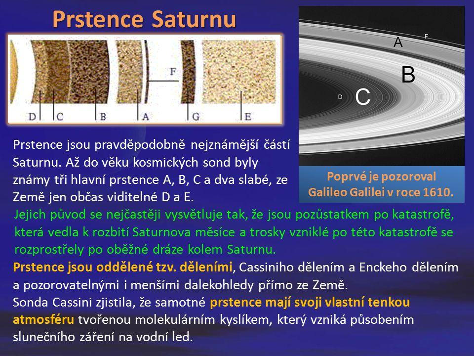 Prstence jsou oddělené tzv. děleními, Cassiniho dělením a Enckeho dělením a pozorovatelnými i menšími dalekohledy přímo ze Země. Sonda Cassini zjistil