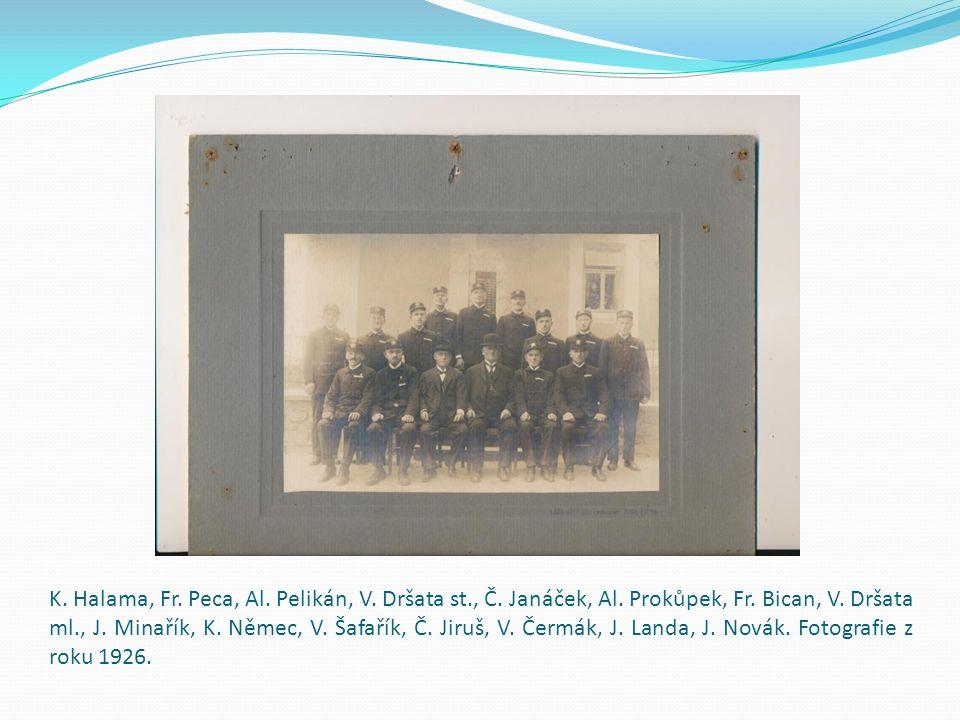 Hasiči ve slavnostních uniformách: V.Dobiáš, V. Čermák, Fr.