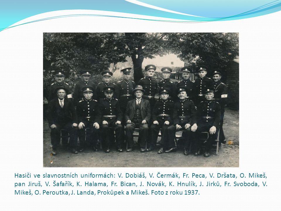 Okrskové hasičské cvičení z 2.6. 1935. V kroji rozpoznány: paní Bártová, paní Černá (dř.