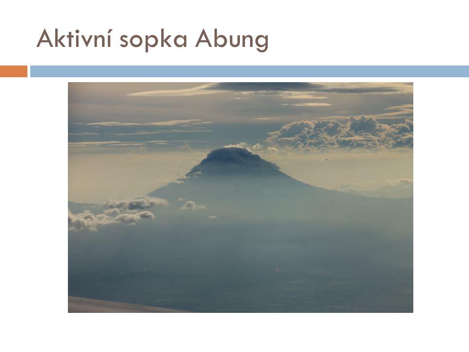 Aktivní sopka Abung