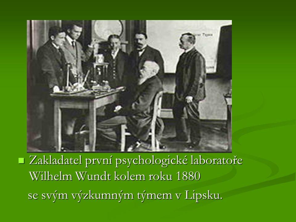 Zakladatel první psychologické laboratoře Wilhelm Wundt kolem roku 1880 Zakladatel první psychologické laboratoře Wilhelm Wundt kolem roku 1880 se svým výzkumným týmem v Lipsku.