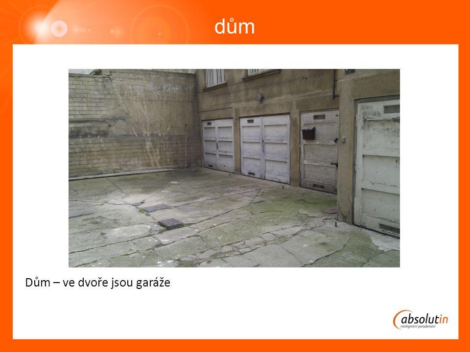 dům Dům – ve dvoře jsou garáže
