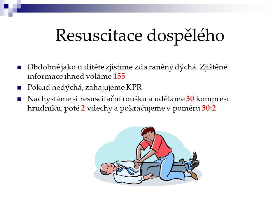 Resuscitace dospělého Obdobně jako u dítěte zjistíme zda raněný dýchá. Zjištěné informace ihned voláme 155 Pokud nedýchá, zahajujeme KPR Nachystáme si