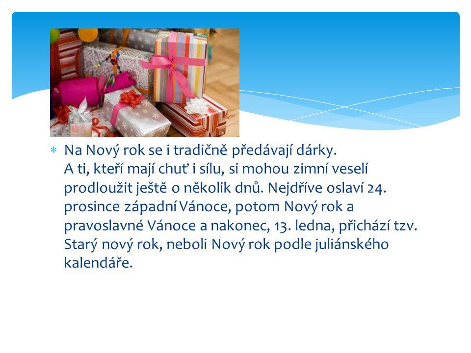  Na Nový rok se i tradičně předávají dárky.
