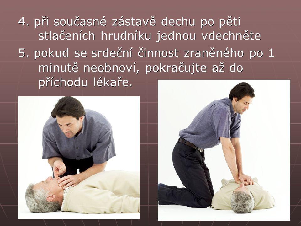 4. při současné zástavě dechu po pěti stlačeních hrudníku jednou vdechněte 5. pokud se srdeční činnost zraněného po 1 minutě neobnoví, pokračujte až d