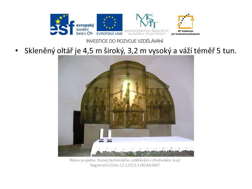 Název projektu: Rozvoj technického vzdělávání v Jihočeském kraji Registrační číslo: CZ.1.07/1.1.00/44.0007 Skleněný oltář je 4,5 m široký, 3,2 m vysoký a váží téměř 5 tun.