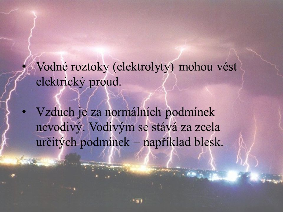 Vodné roztoky (elektrolyty) mohou vést elektrický proud.