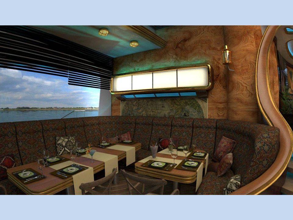 Velké posuvné střešní okno poskytuje celému interiéru denní světlo, ale také zajišťuje stálý přísun čerstvého vzduchu. Osvětlení a přívod vzduchu lze