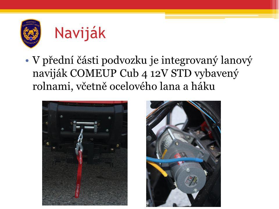 Naviják V přední části podvozku je integrovaný lanový naviják COMEUP Cub 4 12V STD vybavený rolnami, včetně ocelového lana a háku