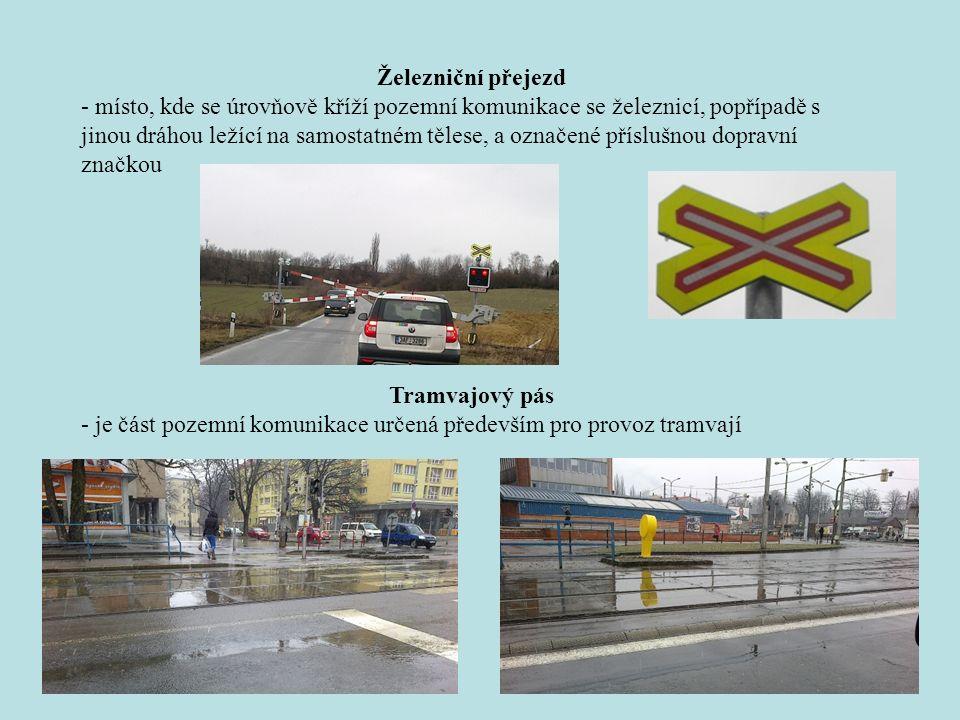 Tramvajový pás - je část pozemní komunikace určená především pro provoz tramvají Železniční přejezd - místo, kde se úrovňově kříží pozemní komunikace se železnicí, popřípadě s jinou dráhou ležící na samostatném tělese, a označené příslušnou dopravní značkou