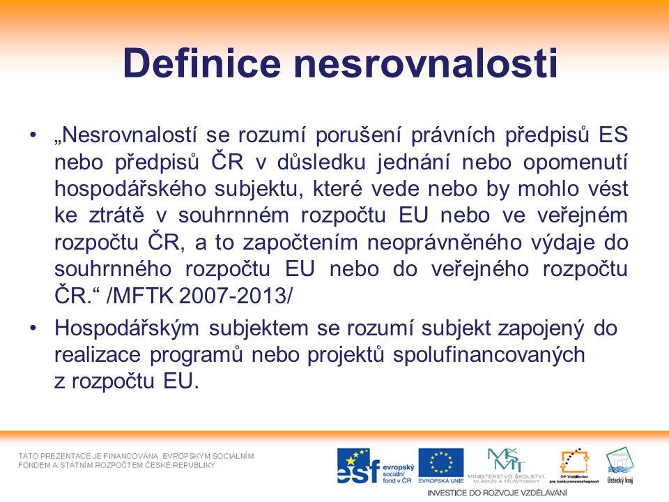 """Definice nesrovnalosti """"Nesrovnalostí se rozumí porušení právních předpisů ES nebo předpisů ČR v důsledku jednání nebo opomenutí hospodářského subjektu, které vede nebo by mohlo vést ke ztrátě v souhrnném rozpočtu EU nebo ve veřejném rozpočtu ČR, a to započtením neoprávněného výdaje do souhrnného rozpočtu EU nebo do veřejného rozpočtu ČR. /MFTK 2007-2013/ Hospodářským subjektem se rozumí subjekt zapojený do realizace programů nebo projektů spolufinancovaných z rozpočtu EU."""