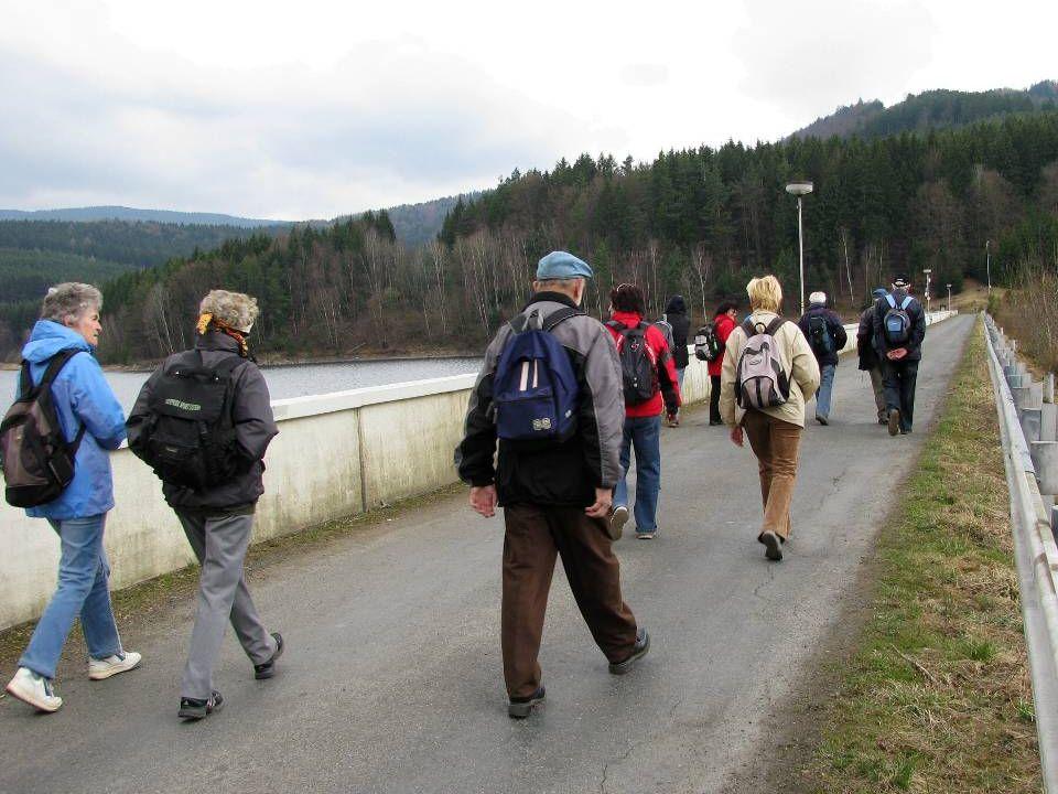 Nádherný výhled, který umožnil panu Oudesovi aby nám pojmenoval všechny kopce v okolí přehrady.