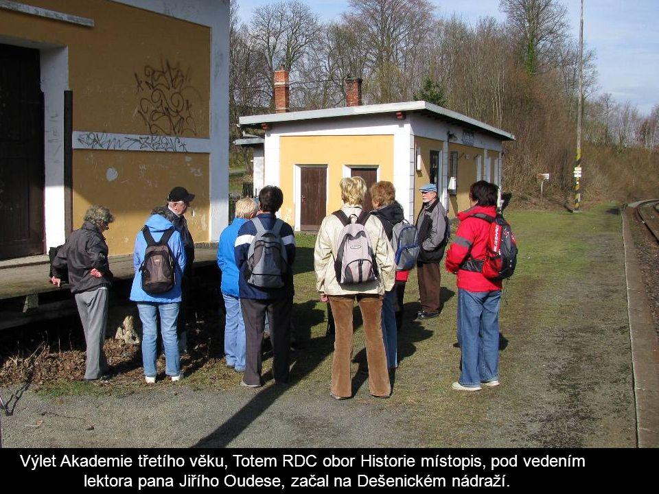 Výlet Akademie třetího věku, Totem RDC obor Historie místopis, pod vedením lektora pana Jiřího Oudese, začal na Dešenickém nádraží.