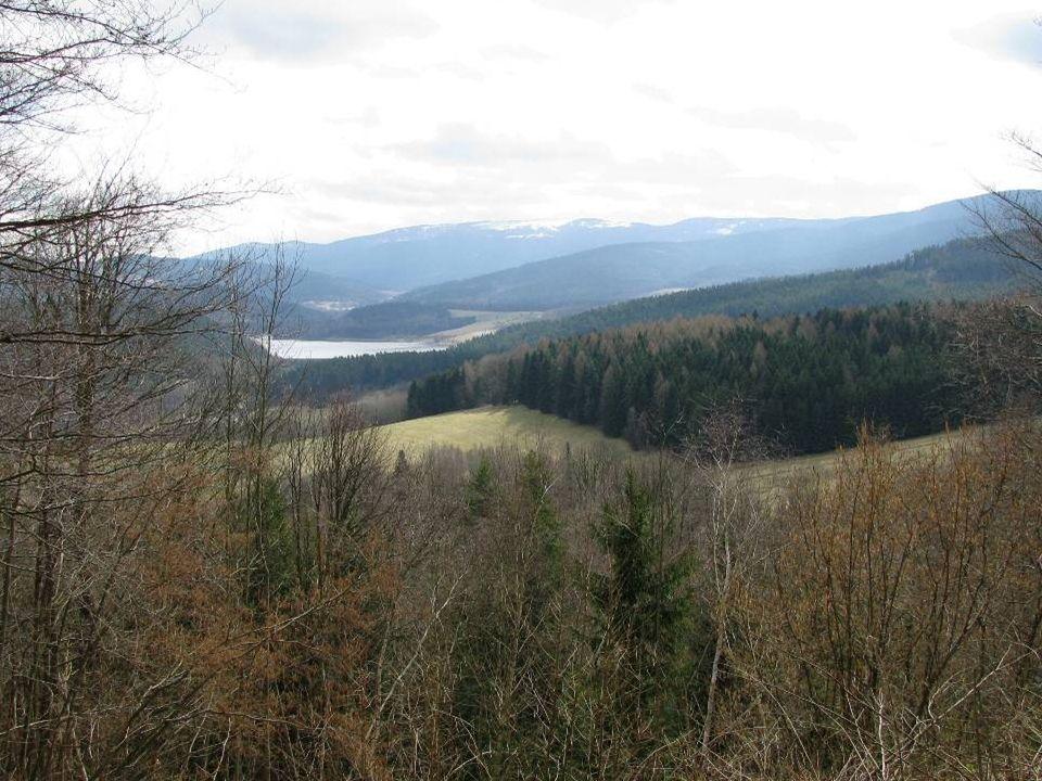 Nýrská přehrada a část Šumavy jak na dlani.