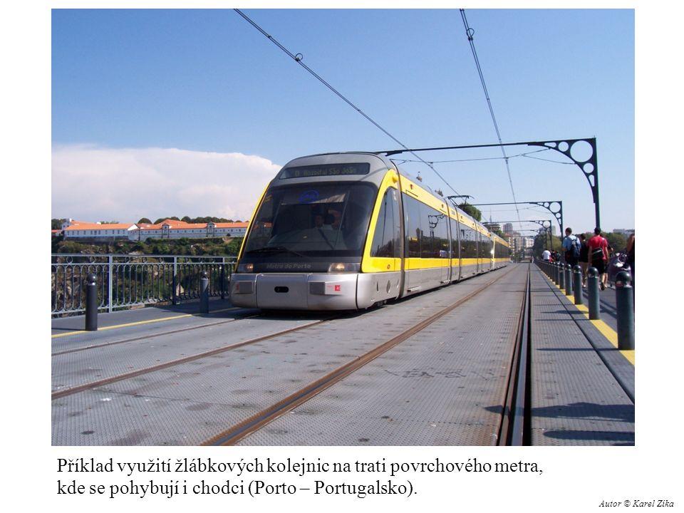 Příklad využití žlábkových kolejnic na trati povrchového metra, kde se pohybují i chodci (Porto – Portugalsko).