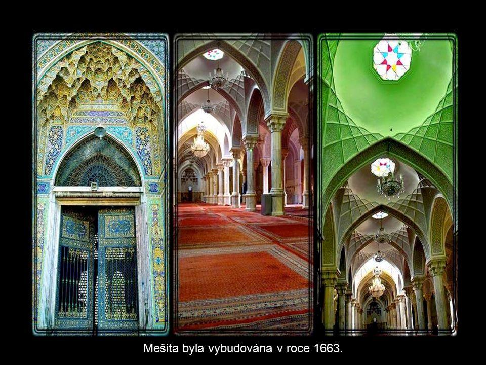 Toto je největší mešita v Teheránu.