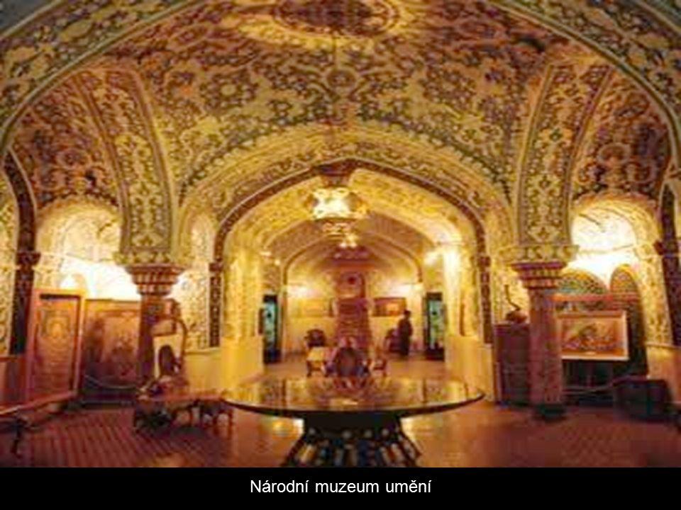 Muzeum klenotů Sbírka nejvzácnějších klenotů na světě, která uchovává největší růžový diamant na světě.