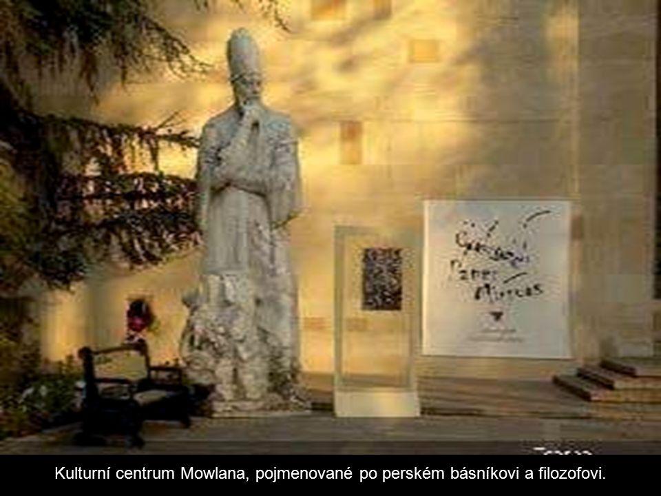 Kulturní centrum Avicenna, pojmenované po perském lékaři a filozofovi.
