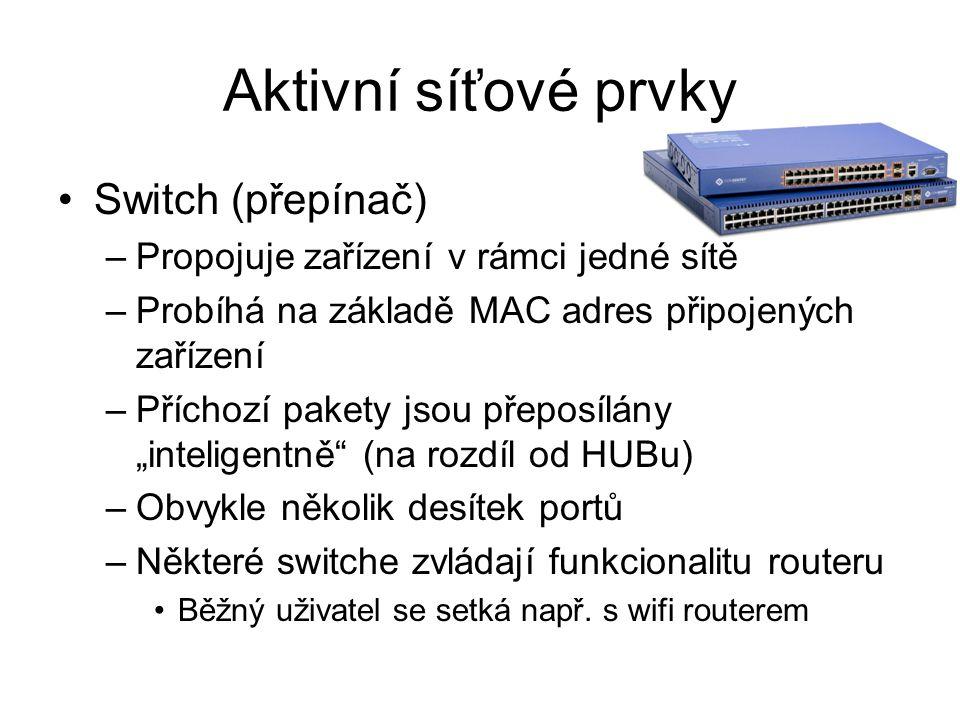"""Aktivní síťové prvky Switch (přepínač) –Propojuje zařízení v rámci jedné sítě –Probíhá na základě MAC adres připojených zařízení –Příchozí pakety jsou přeposílány """"inteligentně (na rozdíl od HUBu) –Obvykle několik desítek portů –Některé switche zvládají funkcionalitu routeru Běžný uživatel se setká např."""