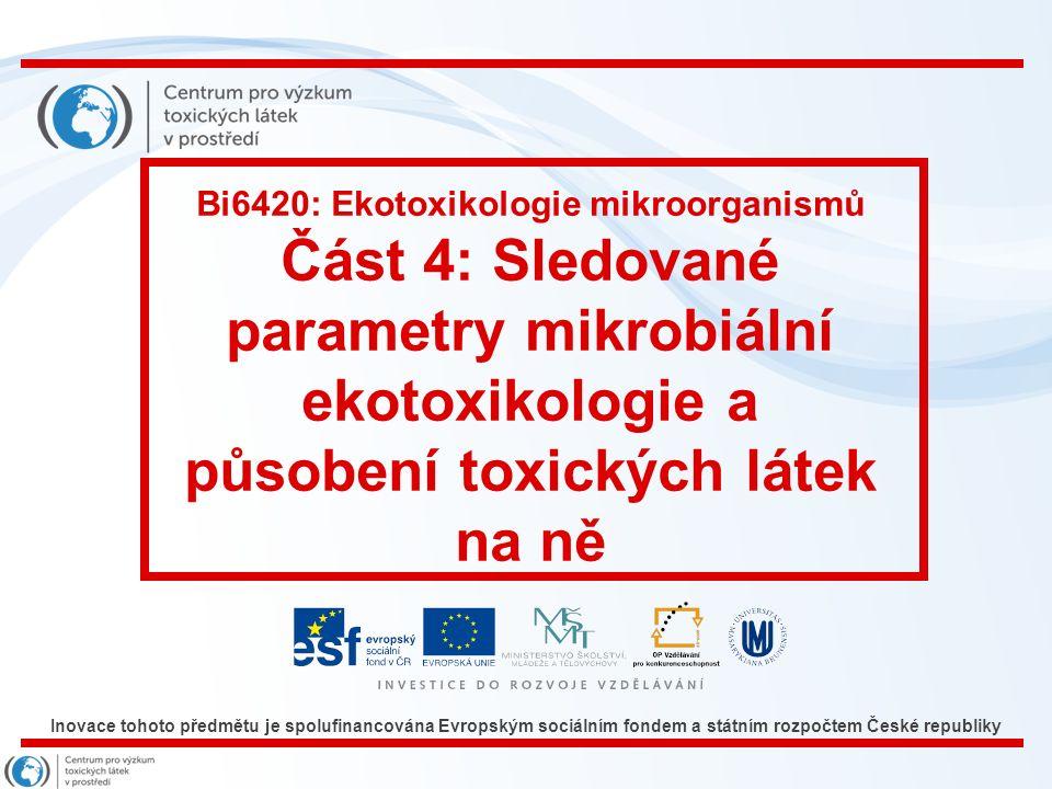 Řasový test toxicity (ISO 8692) Miniaturizace – sérologické destičky Rozměr 9x12 cm, 96 jamek o objemu 0,25 ml Praktická ukázka s dichromanem draselným koncentrační řada: 20; 10; 5; 2,5; 1,25; 0,625 a 0,3125 mg/l; ZBB médium sterilizované v autoklávu; zkušební organismus Scenedesmus subspicatus osvětlení standardní zářivka 40 W EC50 = 5,5 mg/l NOEC = 2,5 mg/l 83