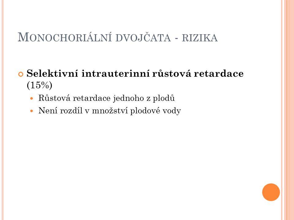 M ONOCHORIÁLNÍ DVOJČATA - RIZIKA Selektivní intrauterinní růstová retardace (15%) Růstová retardace jednoho z plodů Není rozdíl v množství plodové vody