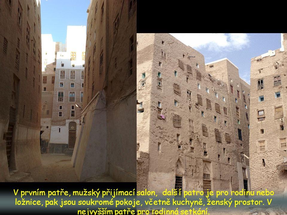H radby obklopují město. Sloužily proti útokům beduín ů z pouště
