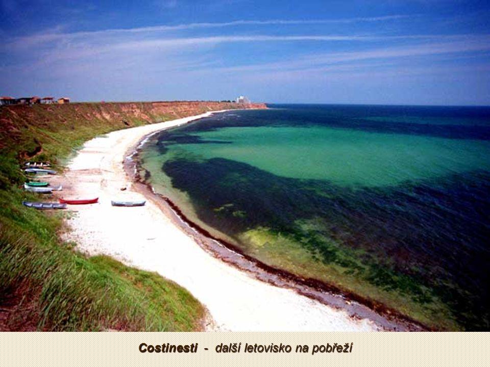 Mamaia je oblíbené letovisko na pobřeží moře poblíž přístavního města Constanta.