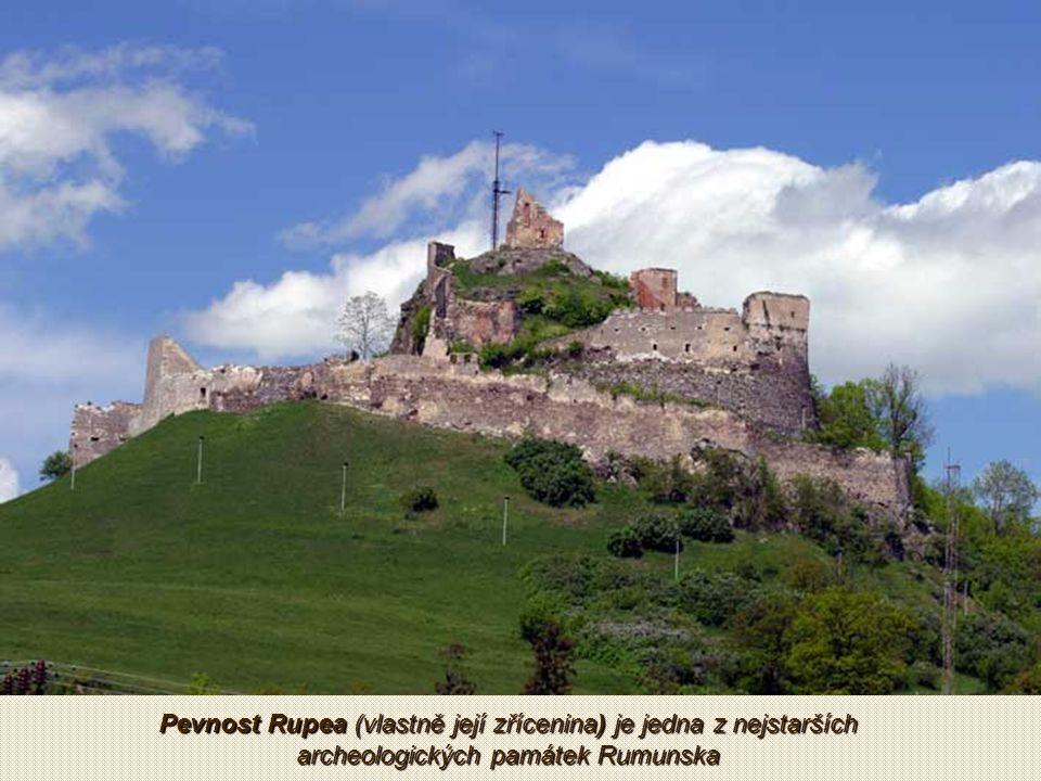 Hrad Rasnov je středověká pevnost ze 13. století.