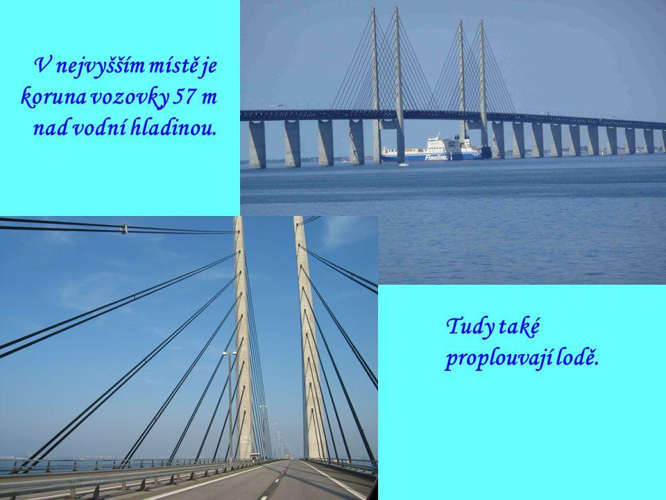 Pro běžný silniční provoz byl most otevřen 1. července 2000 ve 23 hodin, první vlaky vyjely 2.