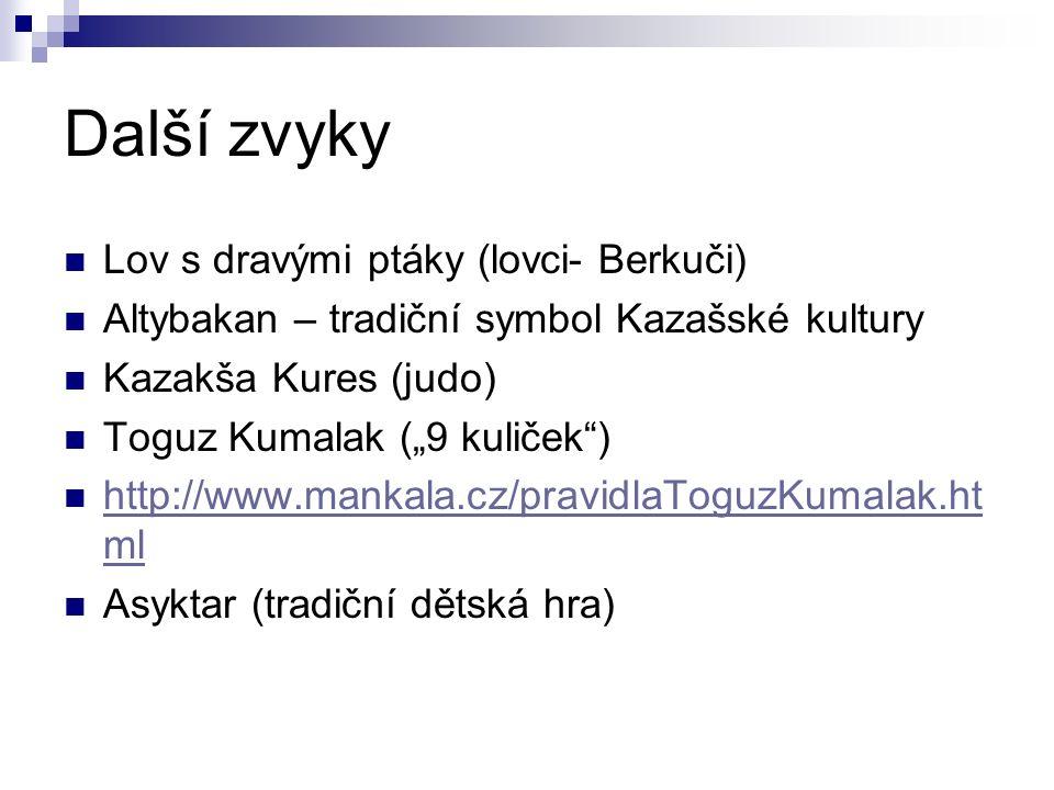 """Další zvyky Lov s dravými ptáky (lovci- Berkuči) Altybakan – tradiční symbol Kazašské kultury Kazakša Kures (judo) Toguz Kumalak (""""9 kuliček ) http://www.mankala.cz/pravidlaToguzKumalak.ht ml http://www.mankala.cz/pravidlaToguzKumalak.ht ml Asyktar (tradiční dětská hra)"""