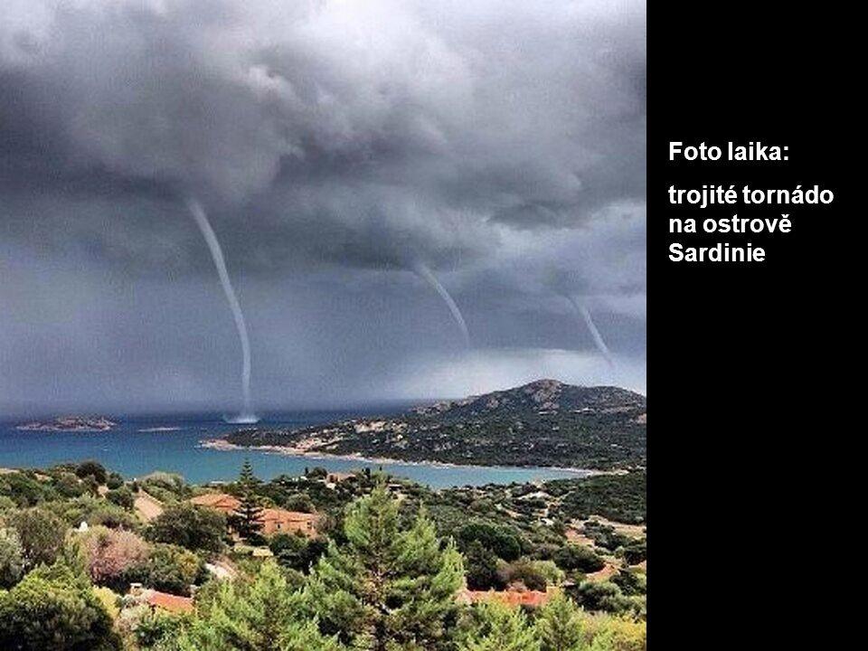 Foto laika: trojité tornádo na ostrově Sardinie