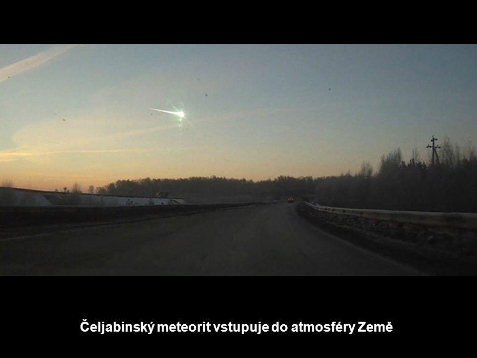 Čeljabinský meteorit vstupuje do atmosféry Země