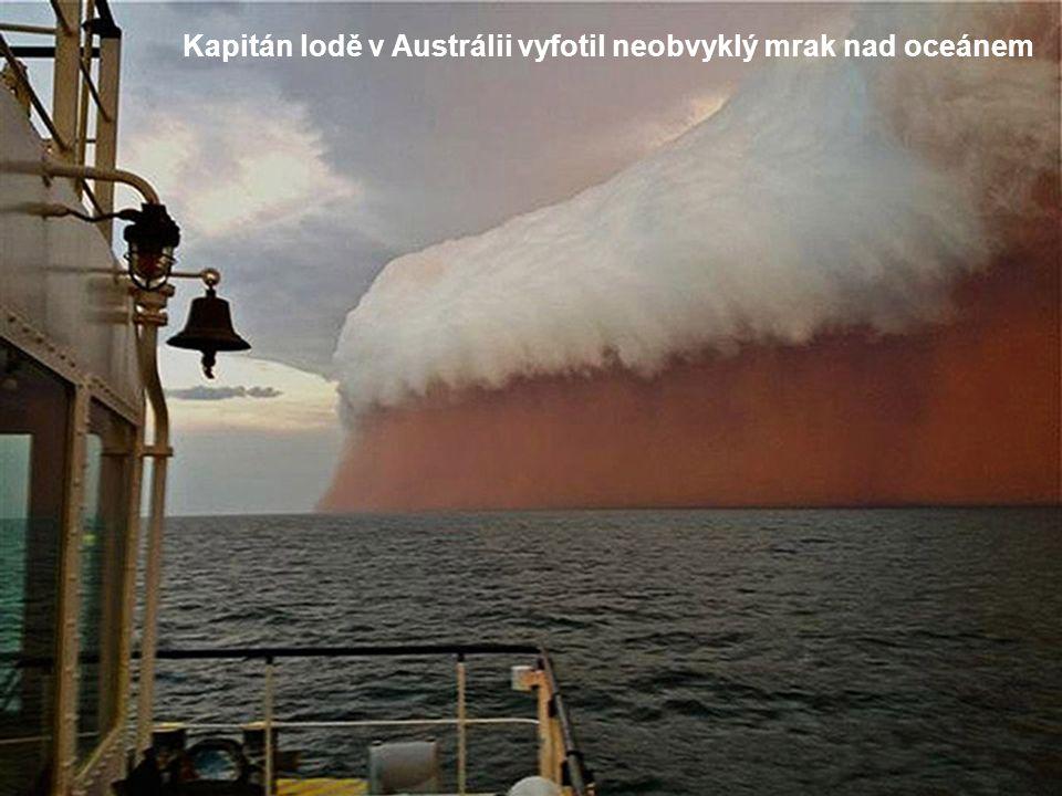 Kapitán lodě v Austrálii vyfotil neobvyklý mrak nad oceánem