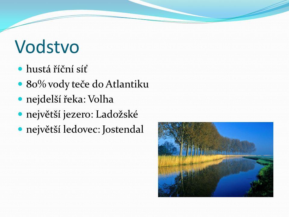 Vodstvo hustá říční síť 80% vody teče do Atlantiku nejdelší řeka: Volha největší jezero: Ladožské největší ledovec: Jostendal