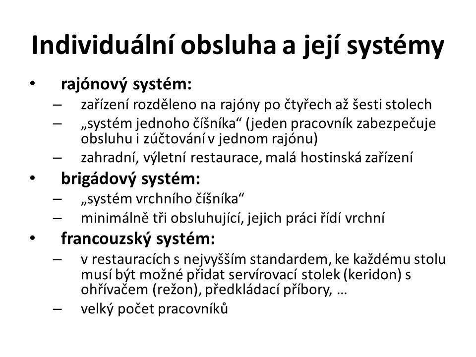 """Individuální obsluha a její systémy rajónový systém: – zařízení rozděleno na rajóny po čtyřech až šesti stolech – """"systém jednoho číšníka (jeden pracovník zabezpečuje obsluhu i zúčtování v jednom rajónu) – zahradní, výletní restaurace, malá hostinská zařízení brigádový systém: – """"systém vrchního číšníka – minimálně tři obsluhující, jejich práci řídí vrchní francouzský systém: – v restauracích s nejvyšším standardem, ke každému stolu musí být možné přidat servírovací stolek (keridon) s ohřívačem (režon), předkládací příbory, … – velký počet pracovníků"""