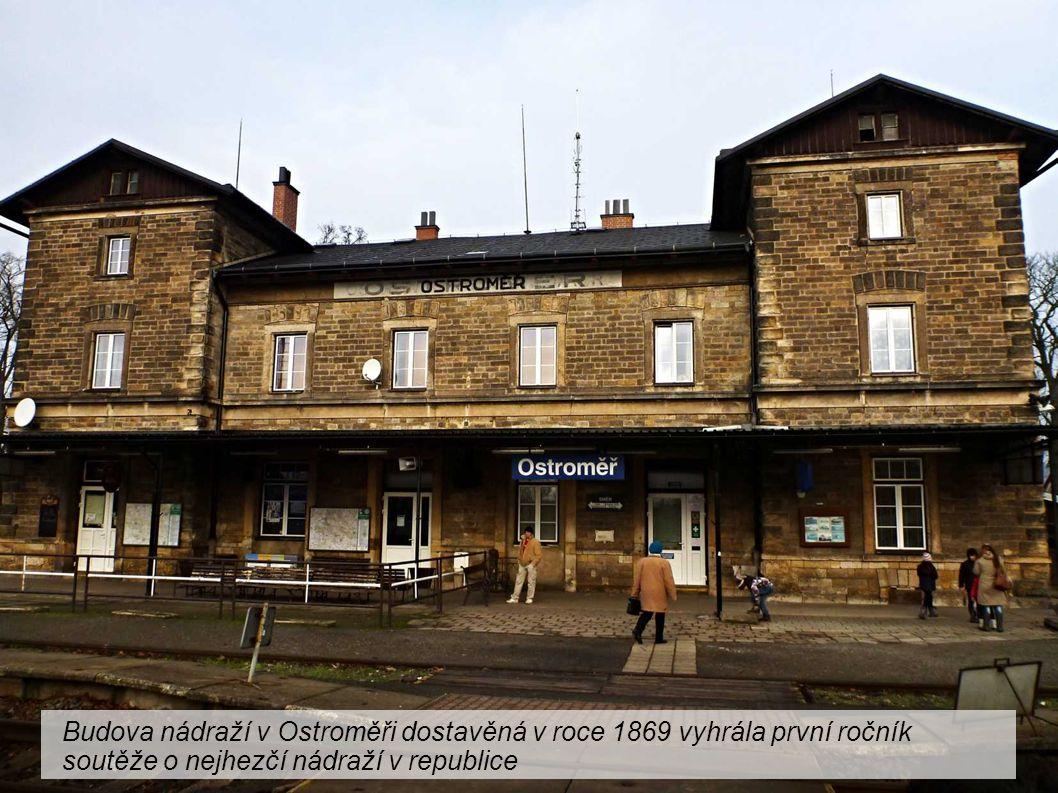 Budova nádraží v Ostroměři dostavěná v roce 1869 vyhrála první ročník soutěže o nejhezčí nádraží v republice